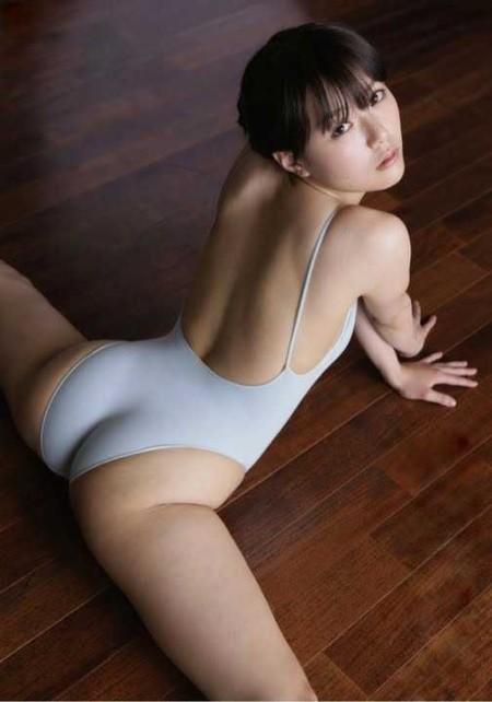 お尻を見せる女性 (9)