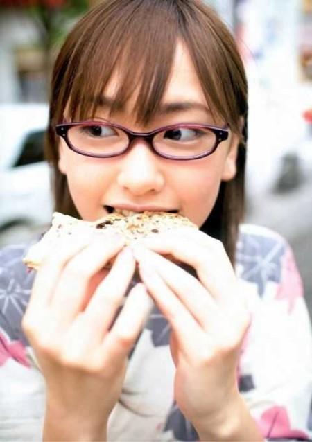 眼鏡をかけた女性たち (2)