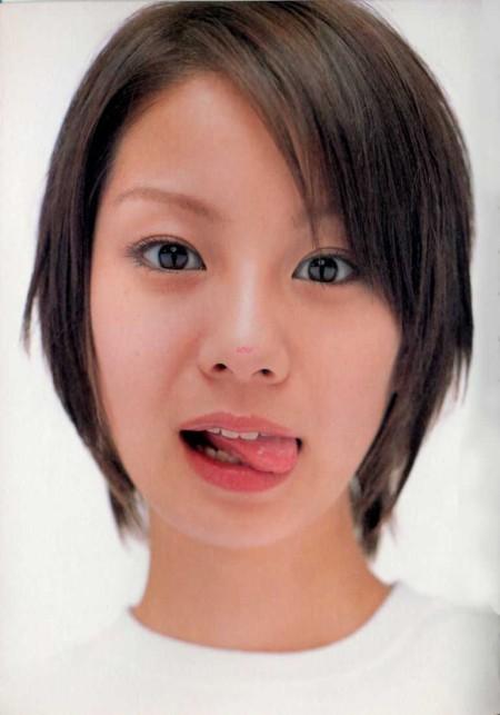 芸能人が舌を出す (19)