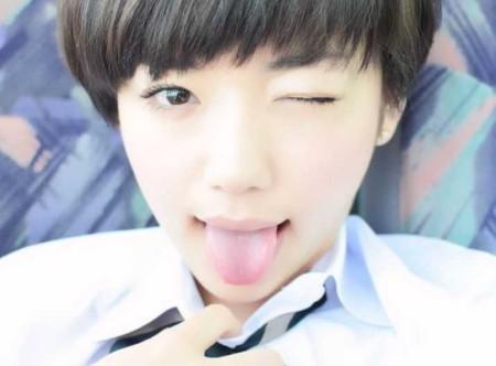 芸能人が舌を出す (7)
