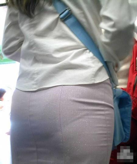 パンツが透けてる女性 (20)