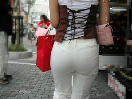 パンツが透けてる女性 (3)