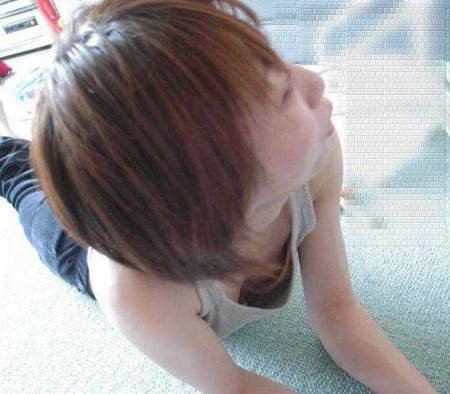 うっかりオッパイを見せてる女性 (14)