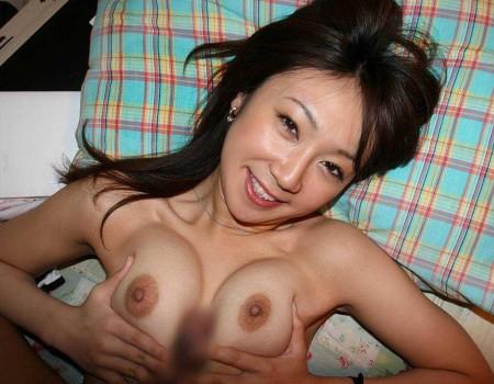 パイズリする女性 (2)