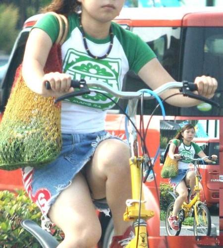 自転車パンチラ (19)