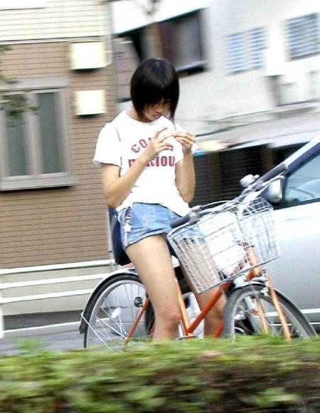 自転車パンチラ (11)