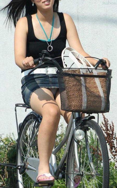 自転車パンチラ (12)