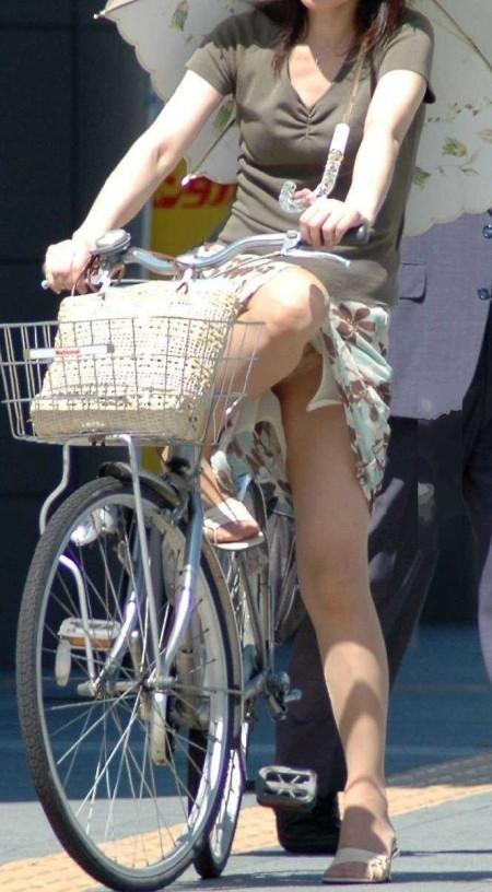 自転車パンチラ (14)