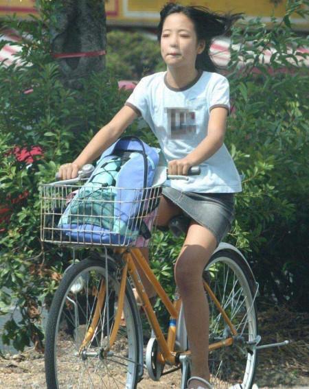 自転車パンチラ (2)