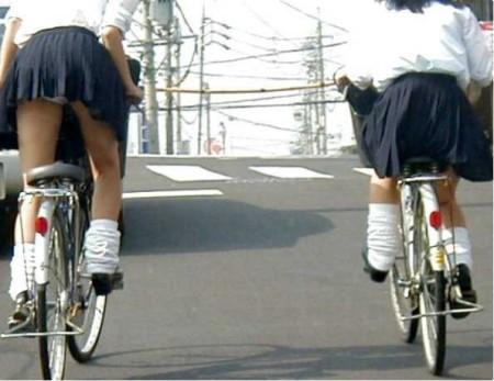 自転車パンチラ (16)