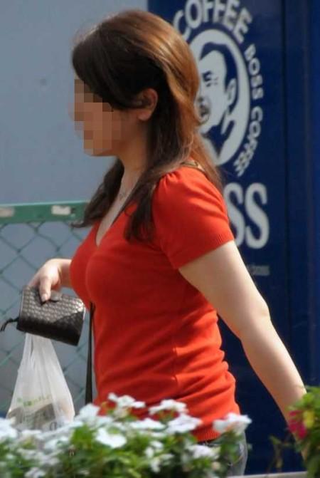 街頭の巨乳女性たち (3)