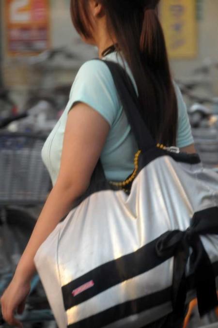 街頭の巨乳女性たち (5)