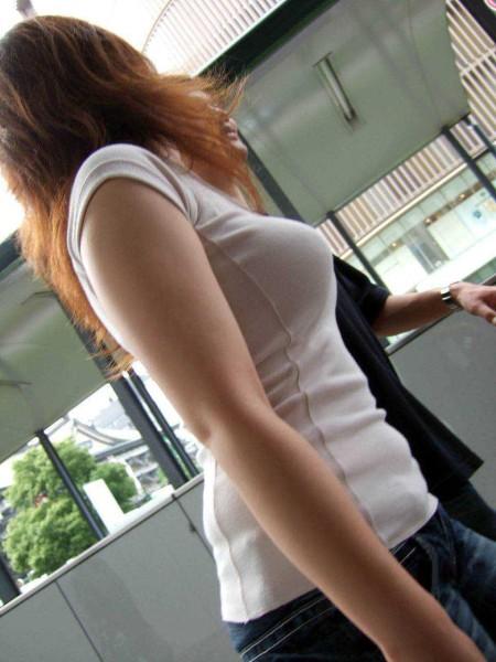 街頭の巨乳女性たち (20)