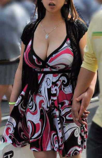 街頭の巨乳女性たち (12)