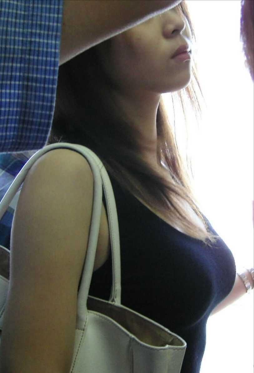 着衣でもデカい巨乳 (16)