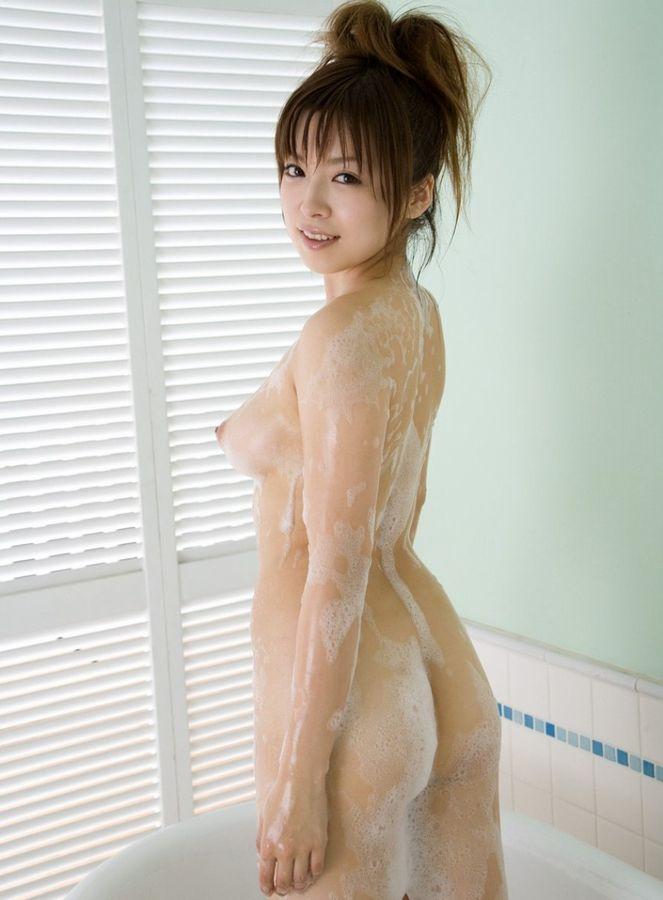 石鹸でヌルヌルになる女性 (2)