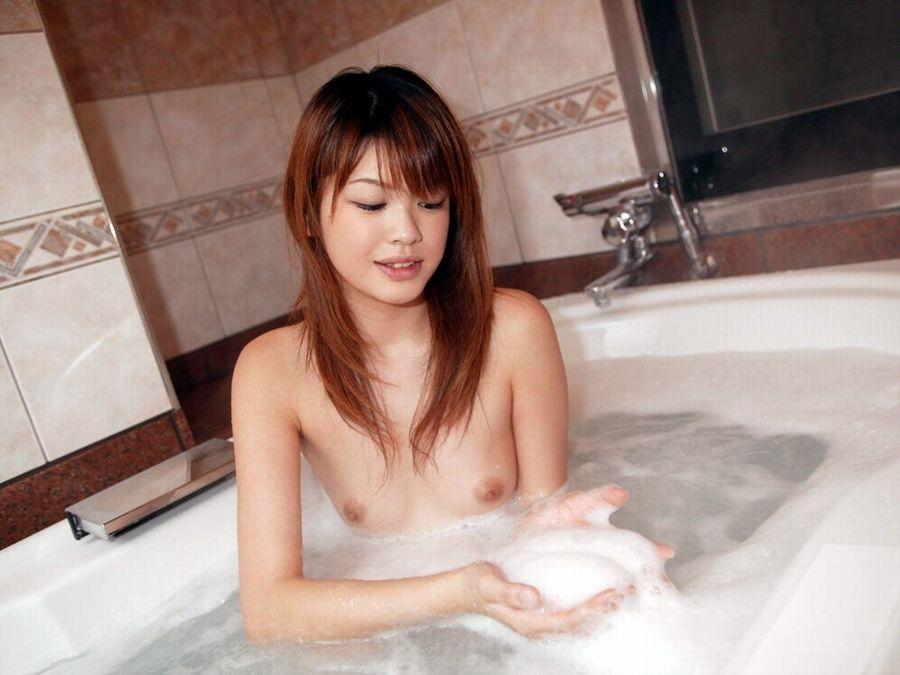 石鹸でヌルヌルになる女性 (6)