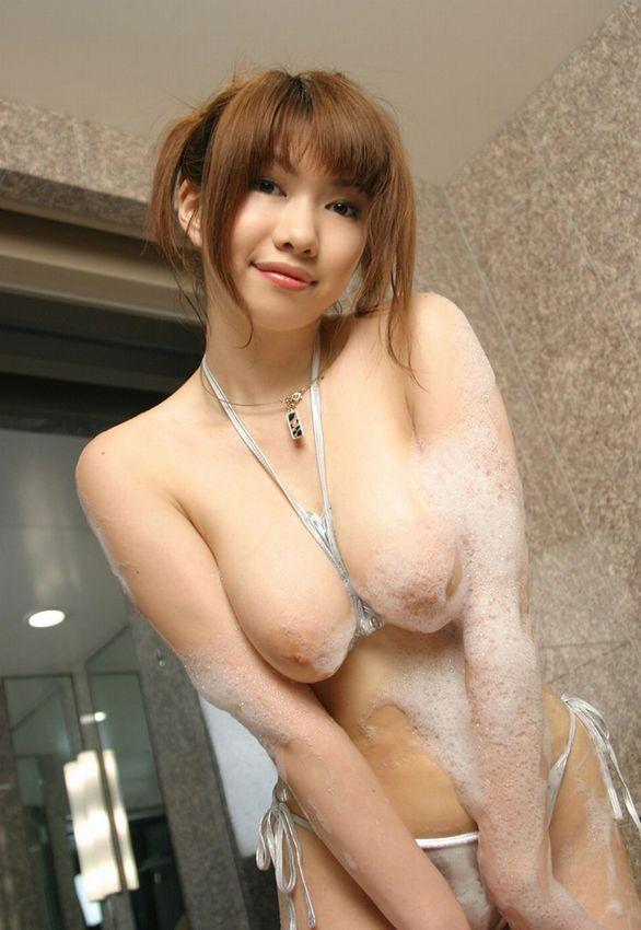 石鹸でヌルヌルになる女性 (12)