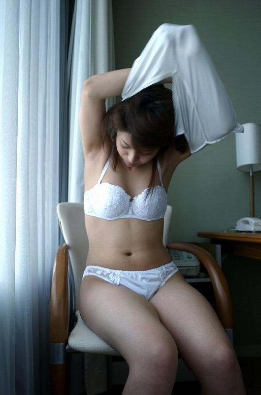 下着が素敵な女性 (5)