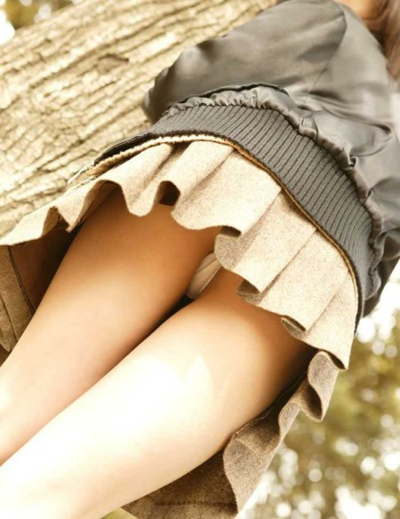 ミニスカート過ぎてパンチラ (12)