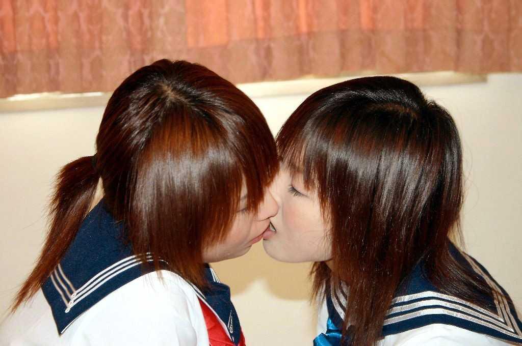 女性同士の愛撫 (2)