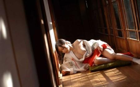 エッチな巫女さん (14)