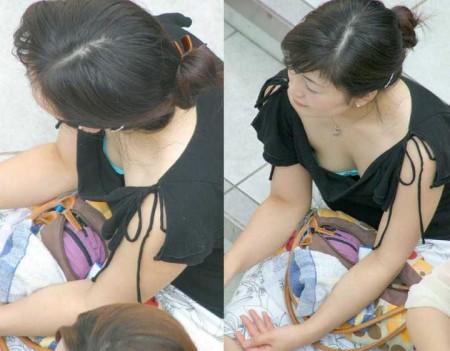 うっかり胸チラ (14)