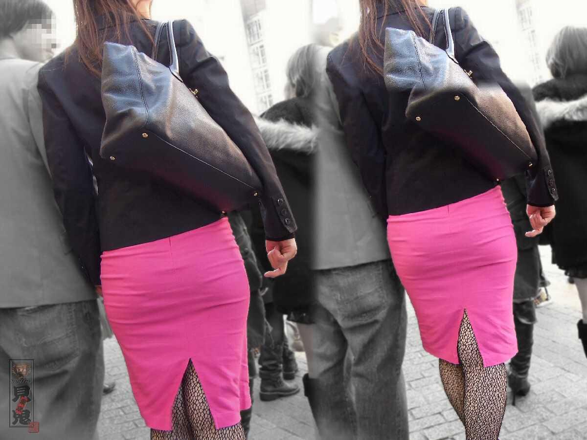 パンツの形が見えてる (4)