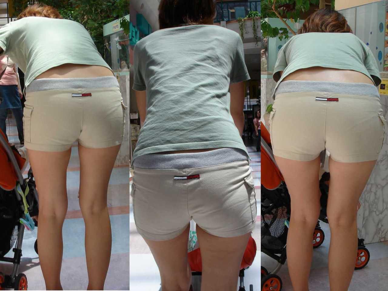 パンツの形が見えてる (9)
