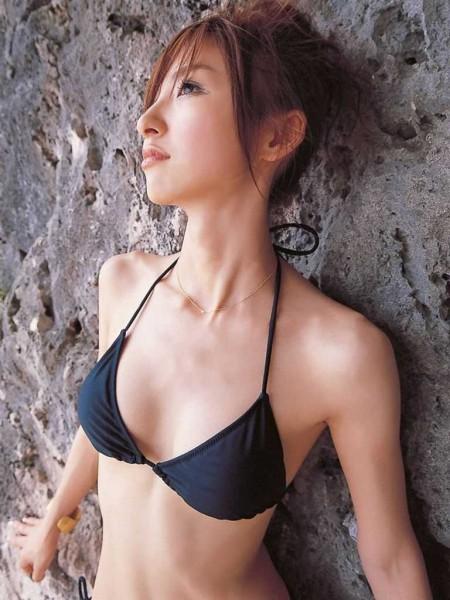 スレンダーボディの、篠田麻里子 (2)