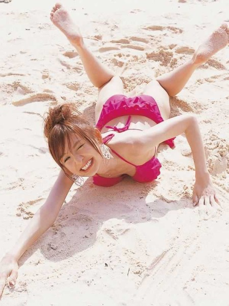 スレンダーボディの、篠田麻里子 (12)