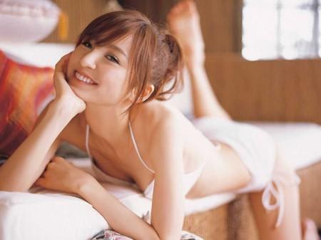 スレンダーボディの、篠田麻里子 (13)