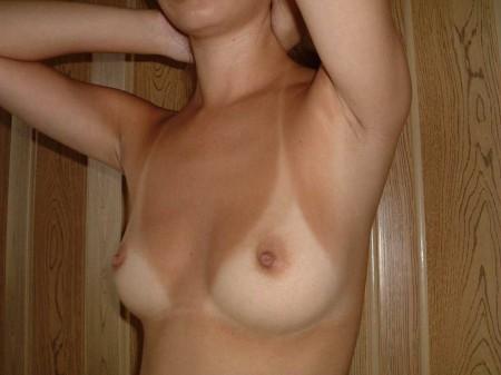 褐色の体に白いオッパイ (16)