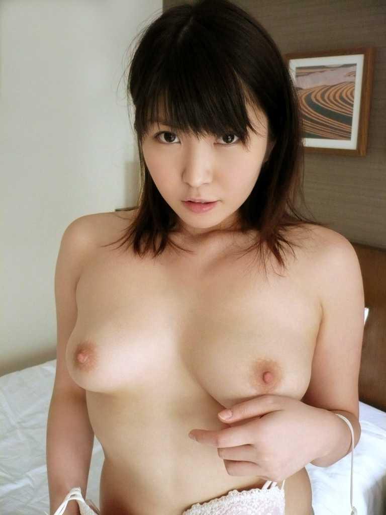 美乳の乳首がエロい (2)