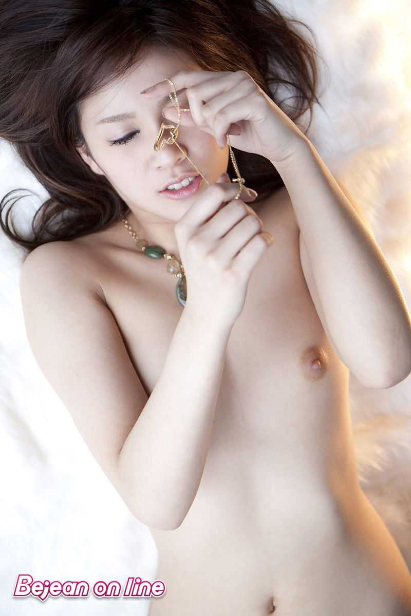 絶対エロボディの、愛内梨花 (13)