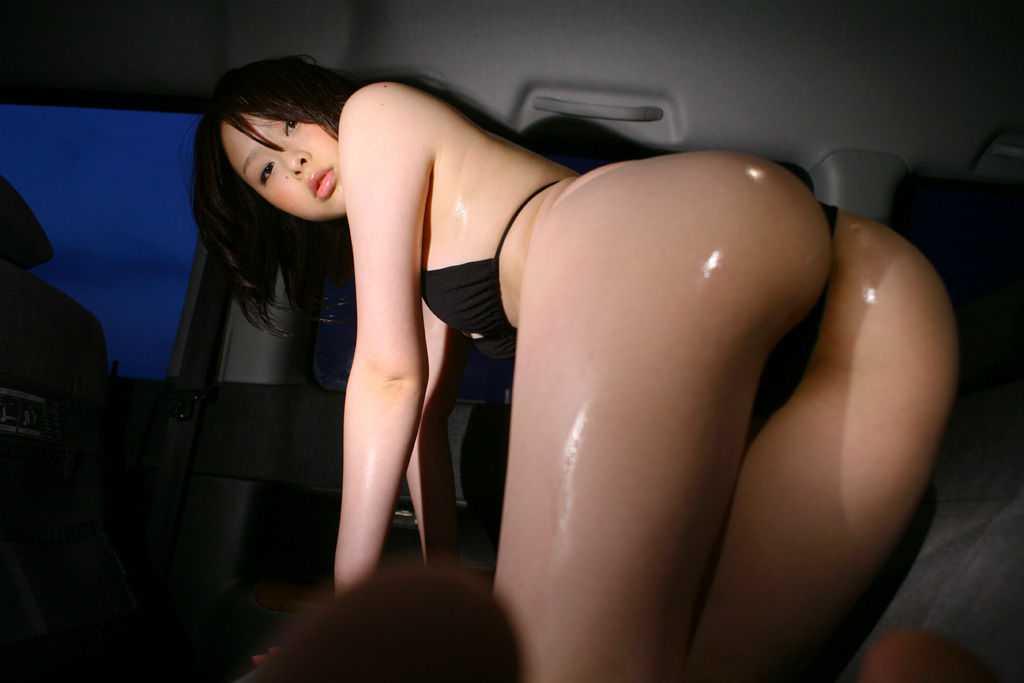 服を脱いで手足をつく (9)