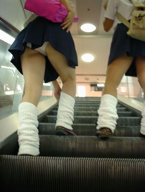 女子校生のパンチラ姿 (3)