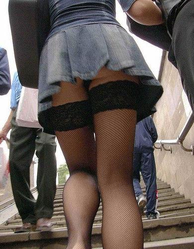 パンツを下から観察 (4)