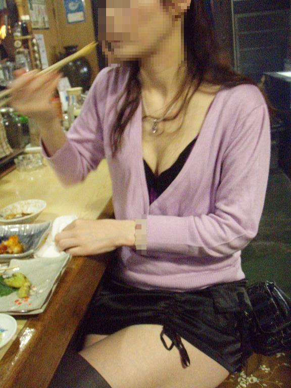 エロい胸チラ (6)