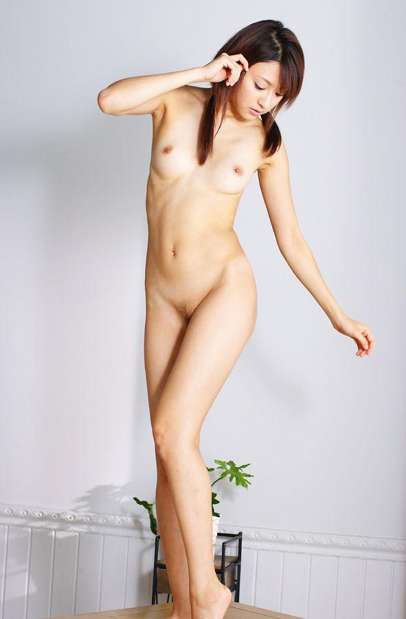 細身で美乳な、篠崎ミサ (4)