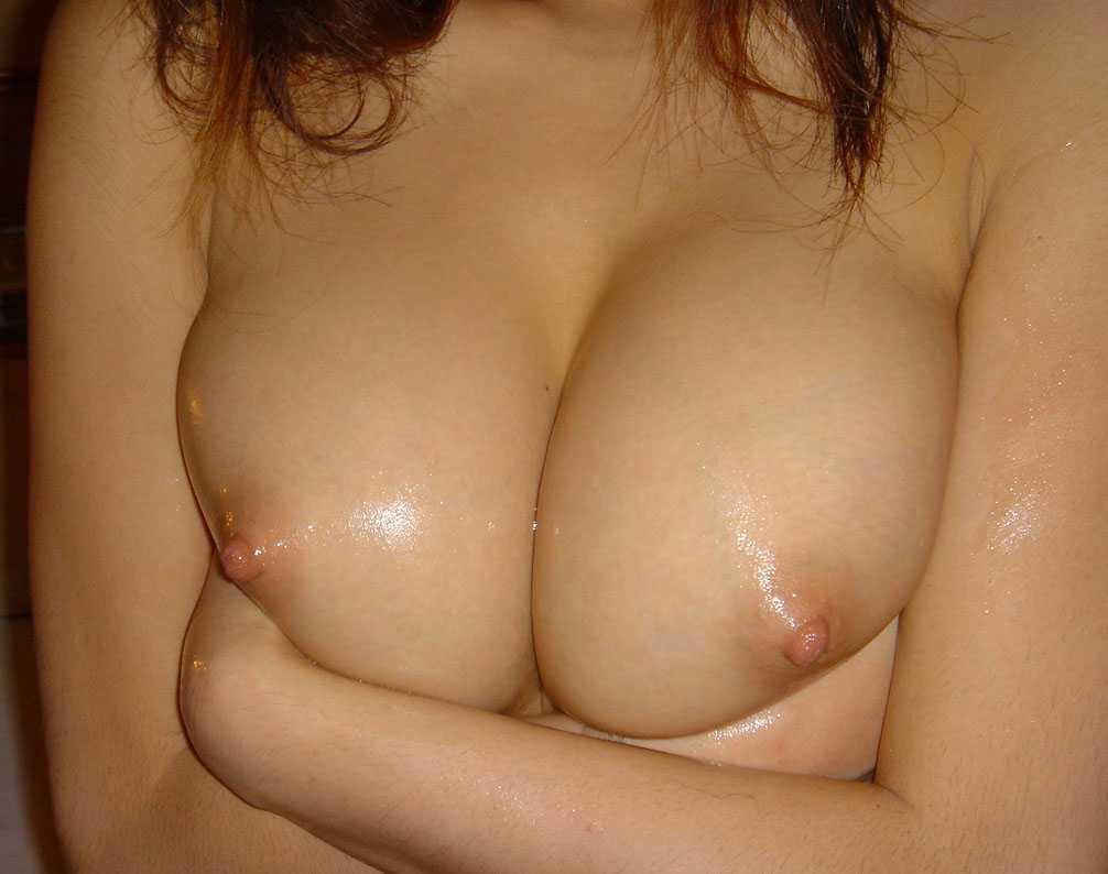 柔らかそうな胸の谷間 (9)