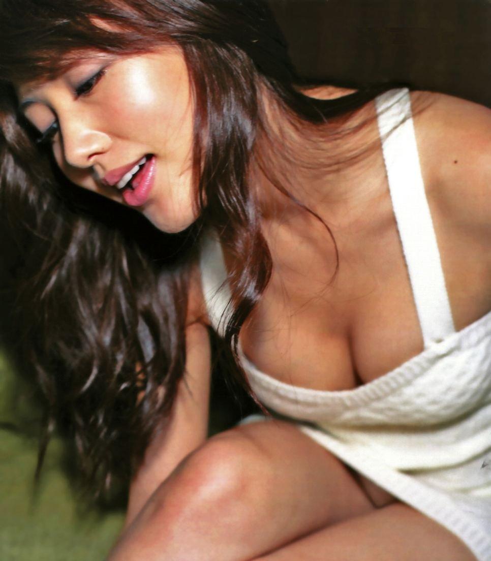 胸の谷間がセクシー (1)