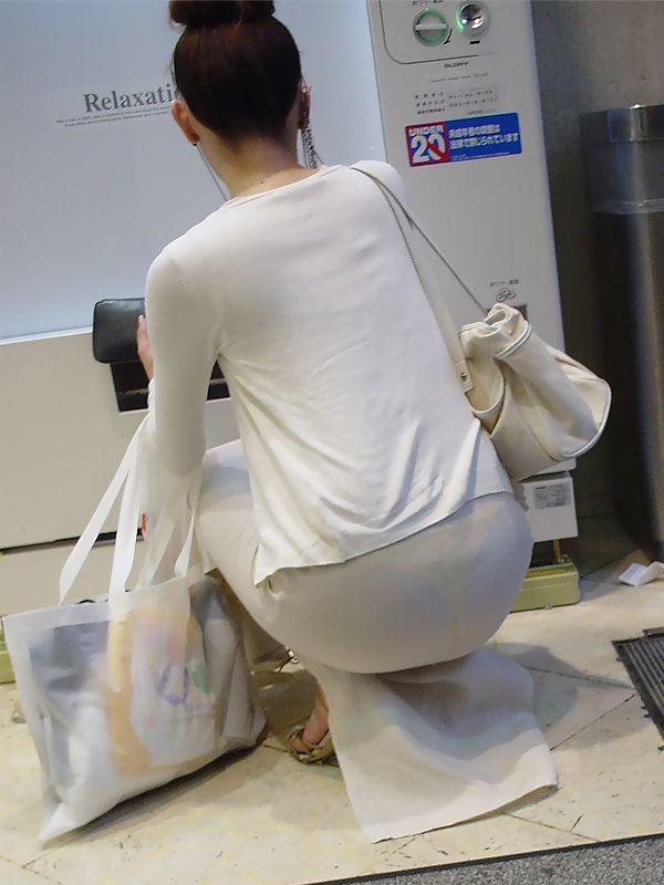 パンツが透けてる (8)