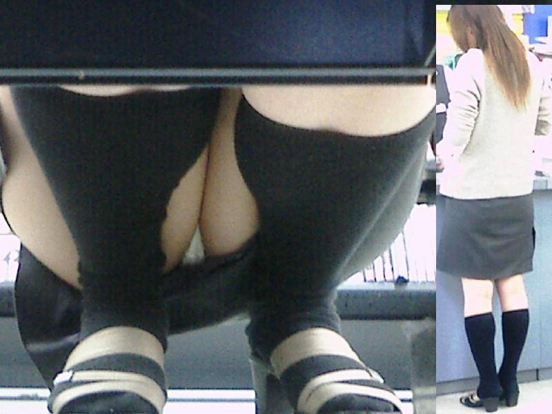 股間からパンチラ (4)