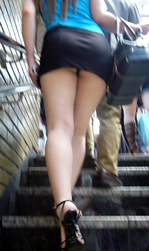 階段でパンチラしてる (6)