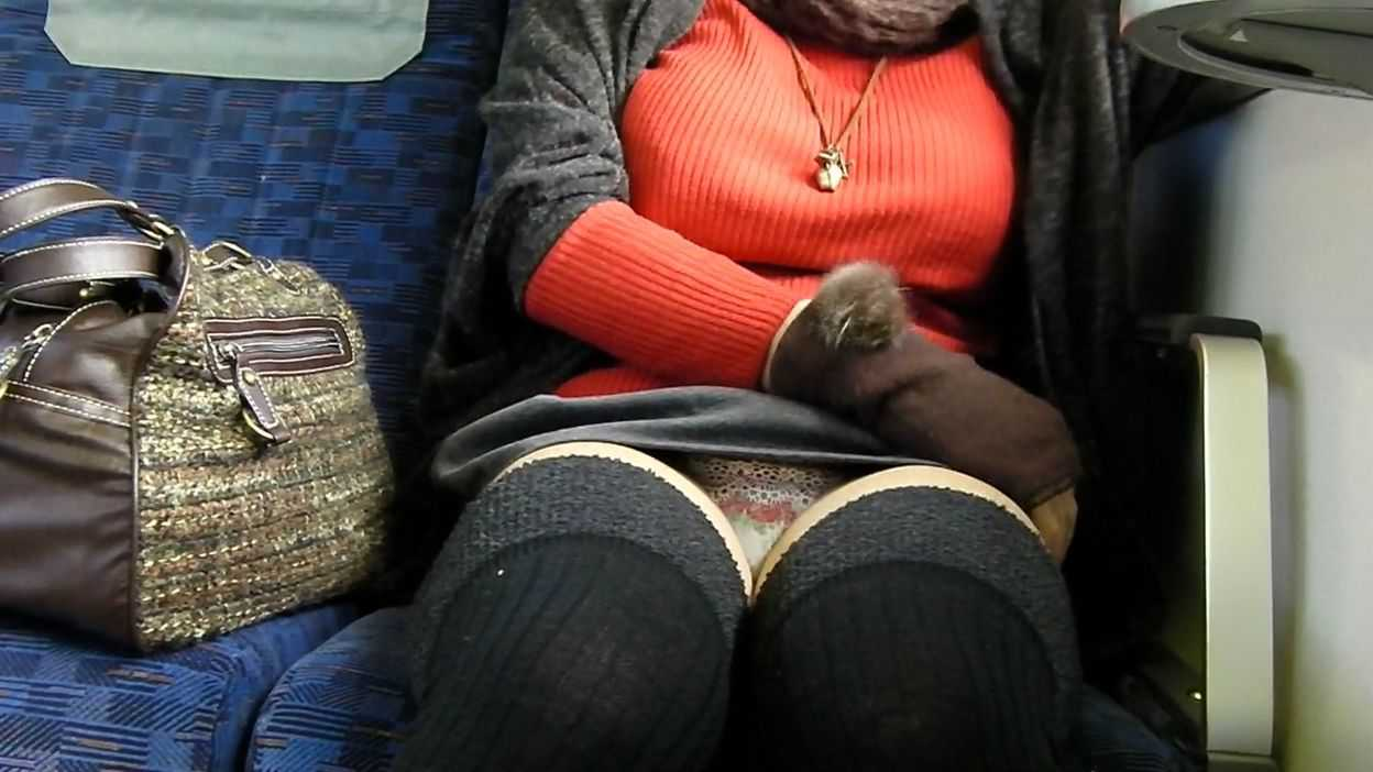 街を歩く巨乳女性 (13)