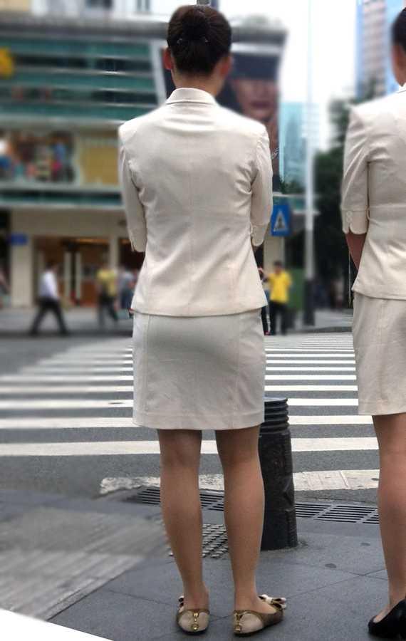 パンツが透けてる女性 (15)