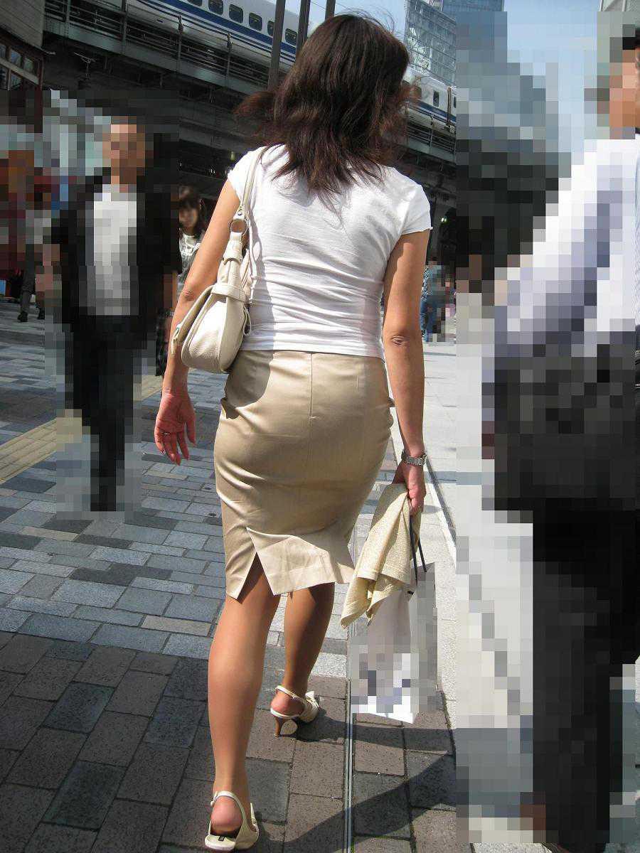 パンツが透けてる女性 (16)