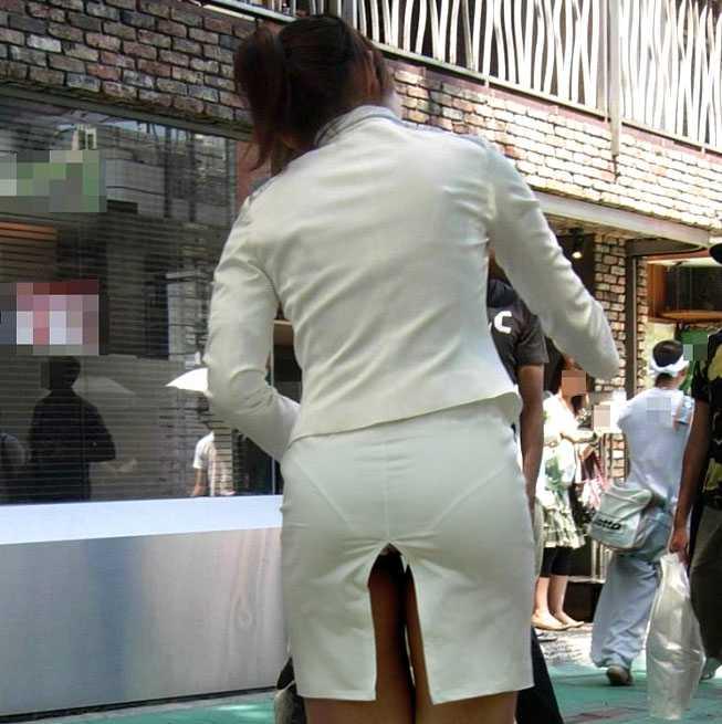 パンツが透けてる女性 (5)