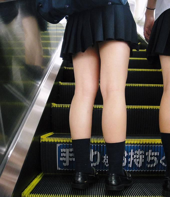 JKのパンツと太腿 (4)